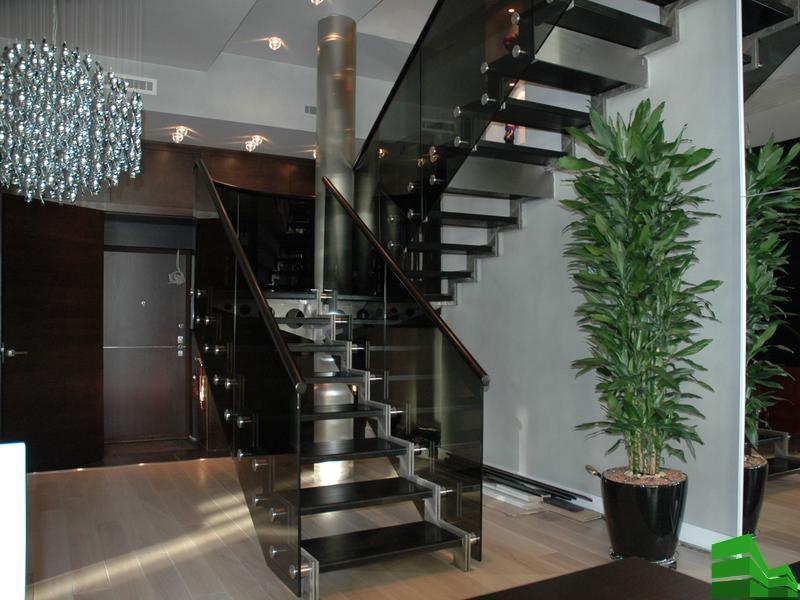 лестница металл и стекло