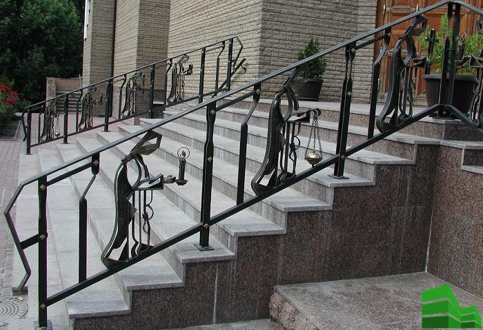 ограждения лестниц из металла