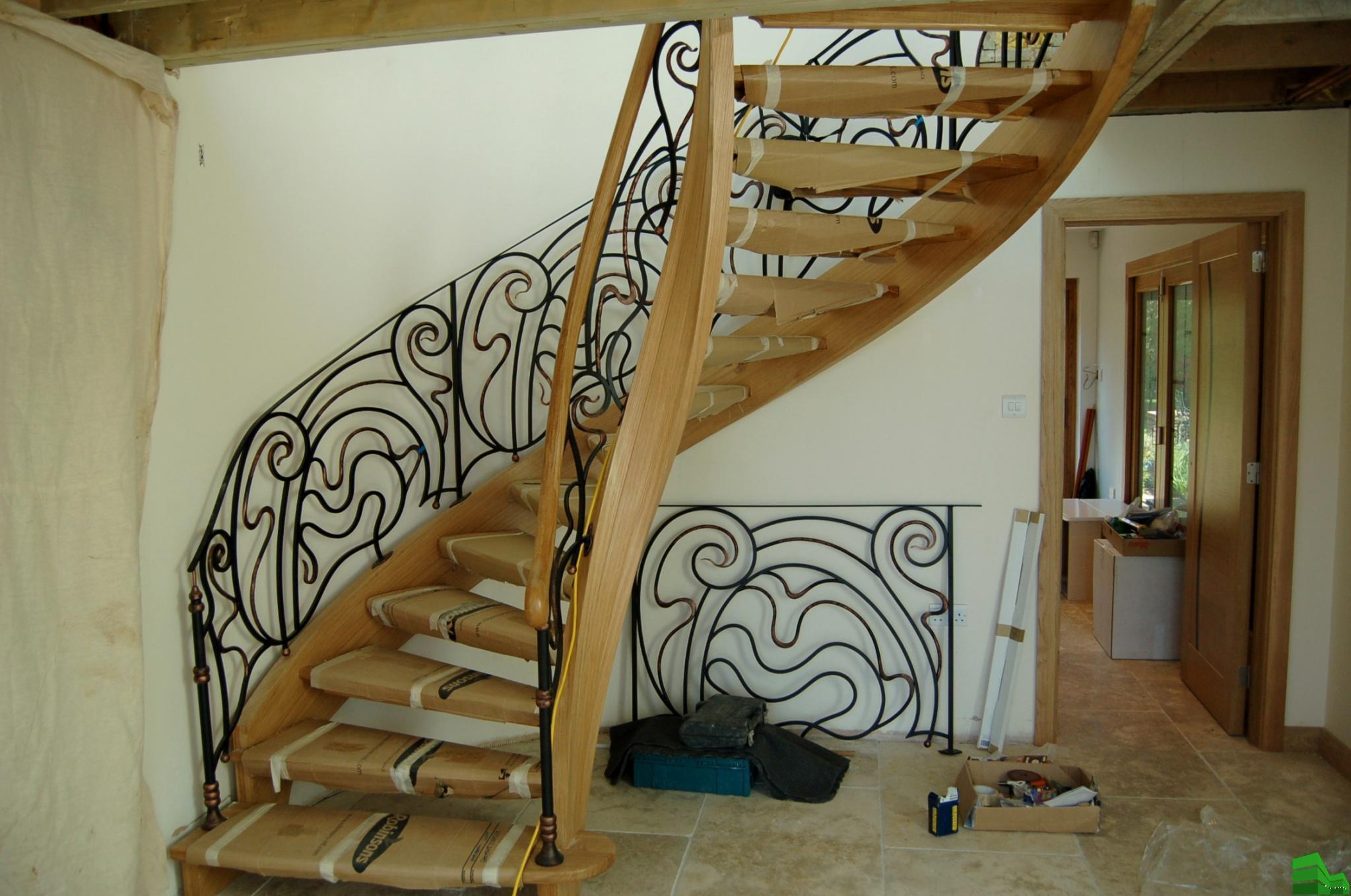 лестница металл и дерево