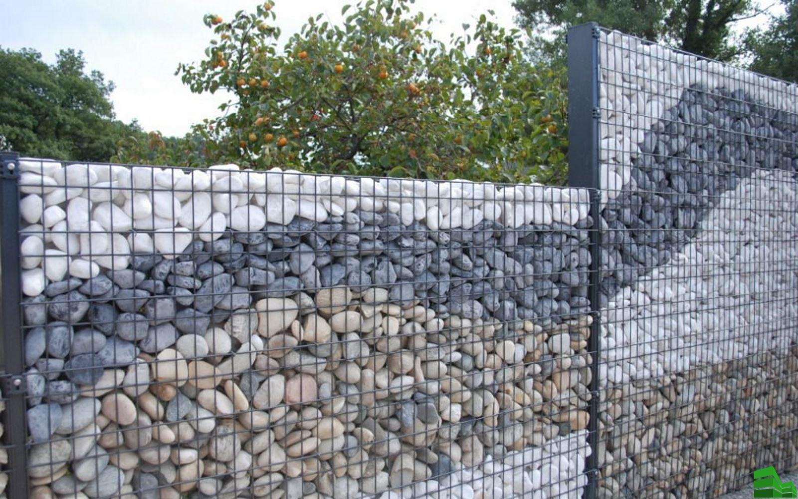 каменный забор из гальки