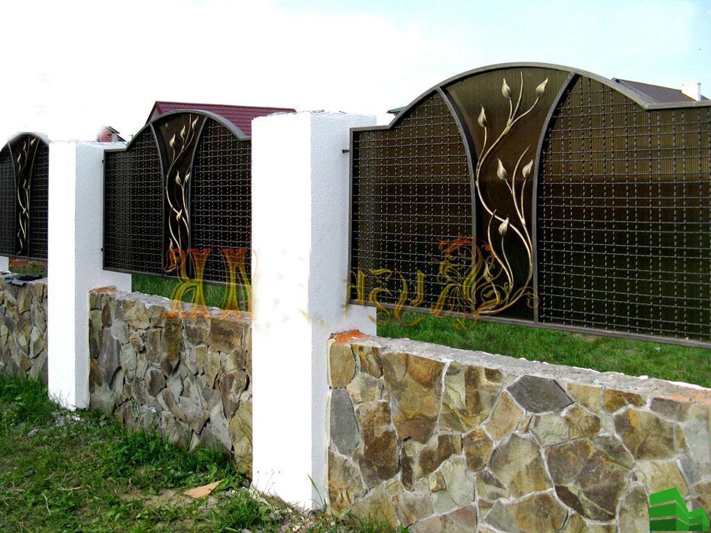конструкция забора из профнастила с металлическими столбами