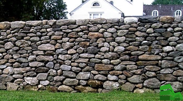 забор из камня под старину