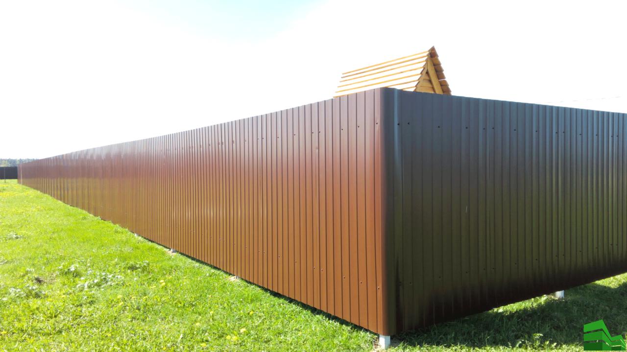 Забор из профнастила с широкими сигментами