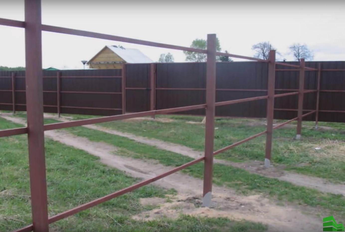 забор из профнастила монтаж